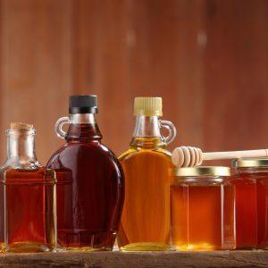 Les alternatives naturelles au sucre : miel, sirops d'érable ou d'agave