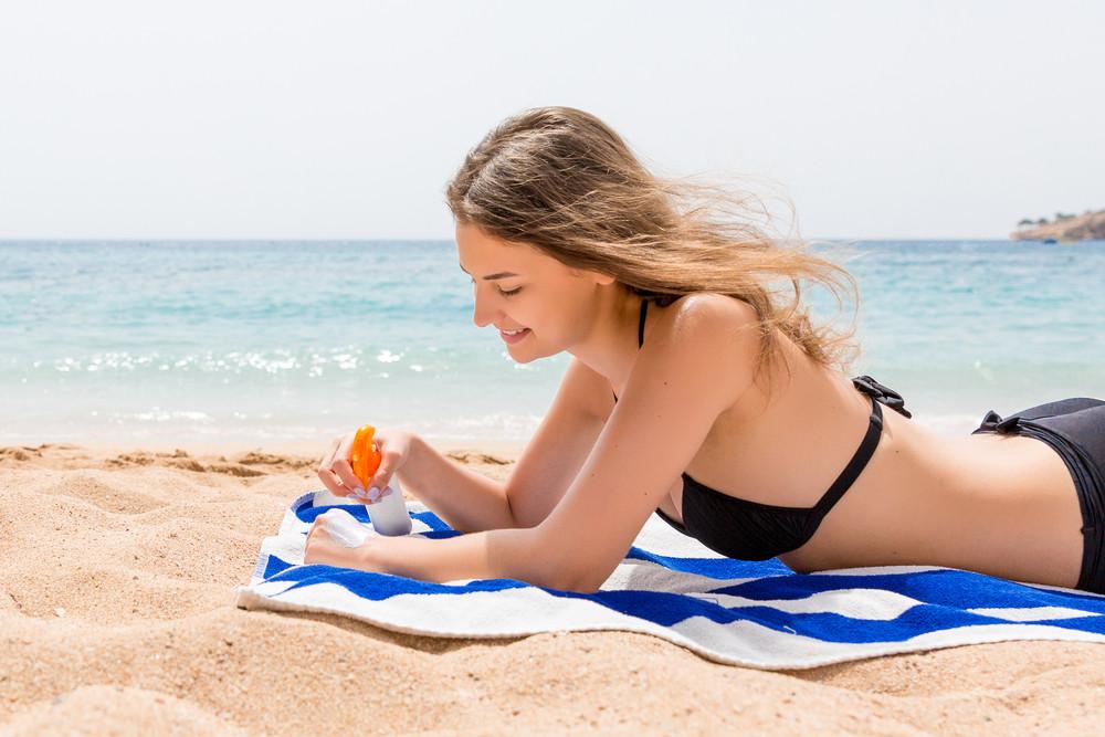 Hydratez votre peau avant, pendant et après l'exposition aux rayons du soleil