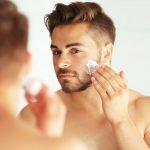 4 étapes simples pour garder la peau des hommes en bonne santé pendant les mois d'été