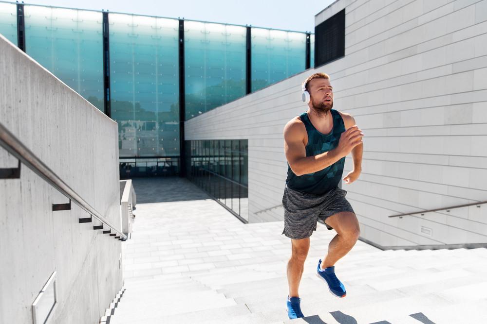 Niveau débutant : brûlez vos graisses en faisant du sport dans l'escalier pour mincir