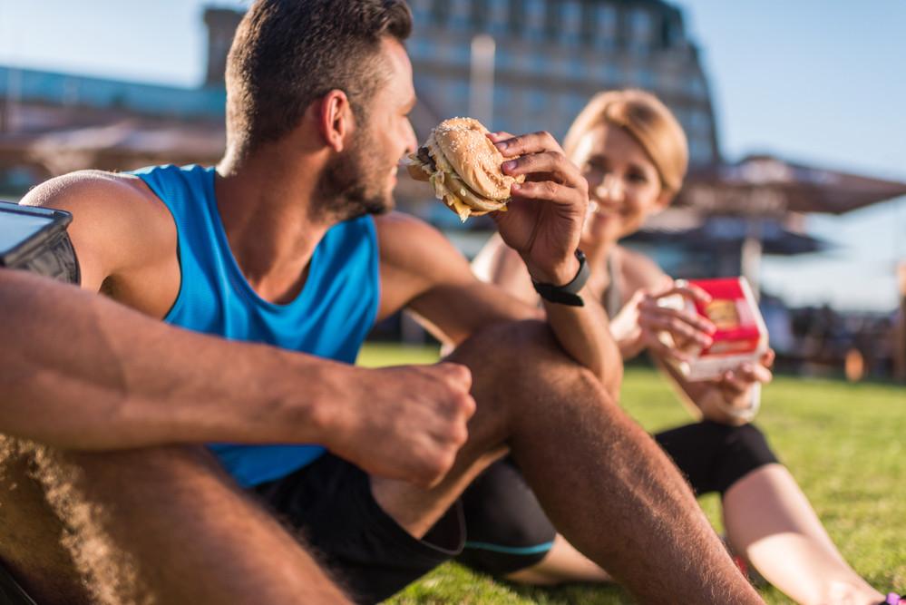Vous faites du sport mais prenez du poids : pourquoi ? Vous consommez plus de calories que vous n'en brûlez